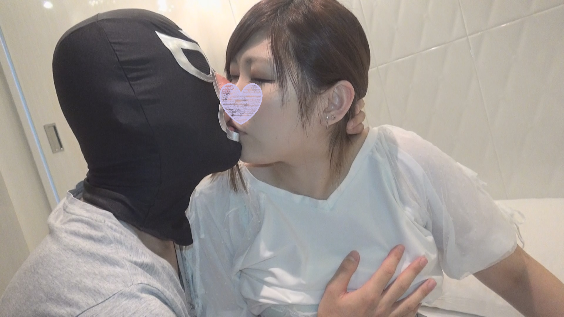 FC2 PPV 926904 shooting in a large amount of raw Saddle to Ayumi's hairy whipping young wife!