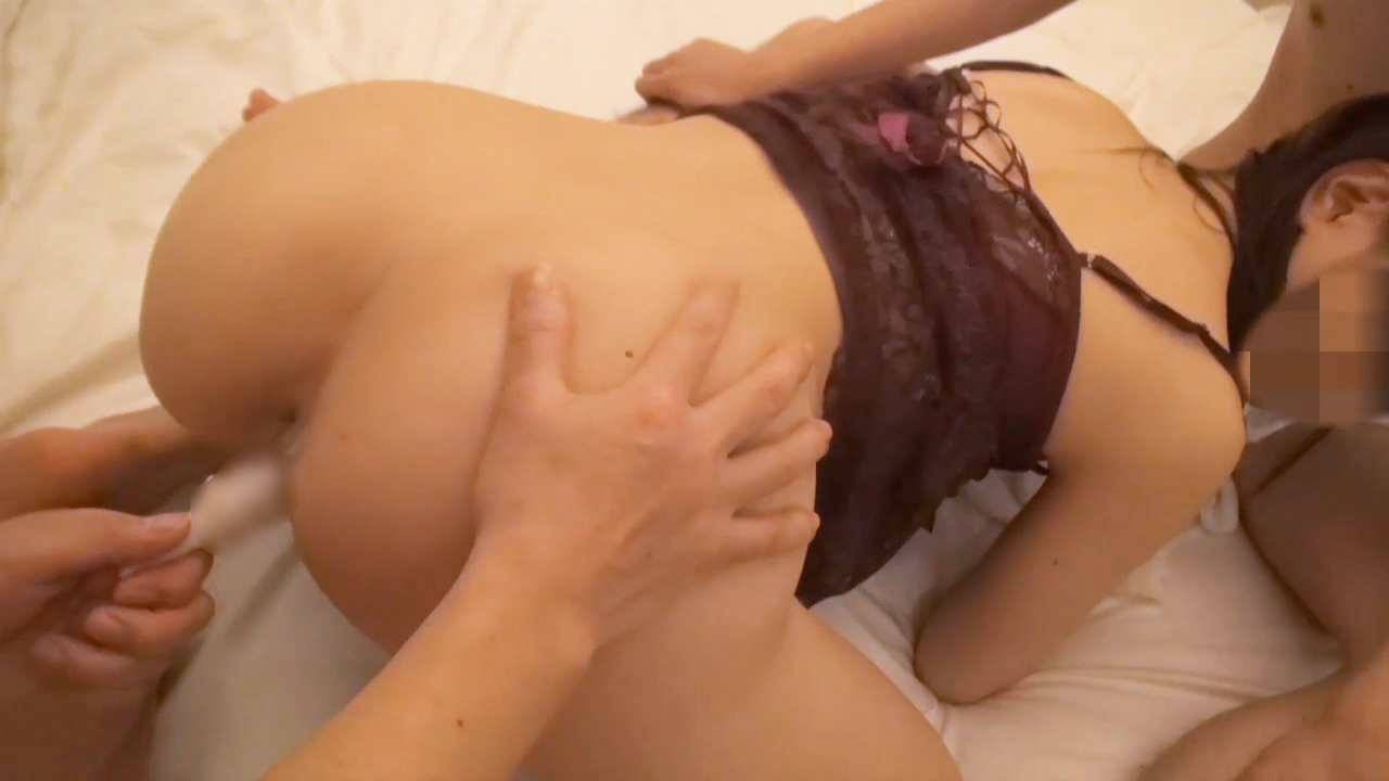 FC2 PPV 809933 【個人撮影】32歳の美尻人妻の口と膣にサンドイッチで犯す!白昼寝取り3P交尾の生中出し!