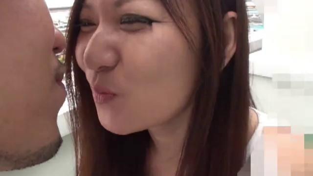 【無】顔射!!チン毛がマン毛に絡むから剃っちゃえ!ズボッ。